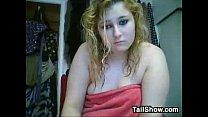 Милая блондинка в ванне с вибратором