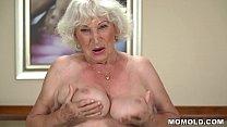 Очень старая бабка сосет член видео