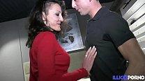 Lyna mature gourmande baisée devant son ancien ...
