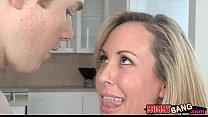 Teen Madison Chandler and busty MILF Brandi Love 3some Vorschaubild
