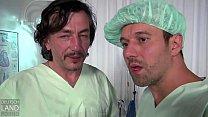 Kim kommt in die Klinik wegen Stangenfieber -- die Ärzte merken es erst als deren Stange fiebert - das Luder