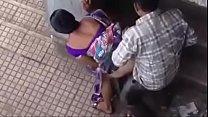 Maa Paros Ka Larka Sa Chat Par Gand Marwta Hwa