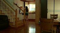 clip 18+สาวสวยนมใหญ่โดนพ่อผัวแอบไปเย็ดในห้องนอนตอนเธอกำลังเคลิ้มหลับ