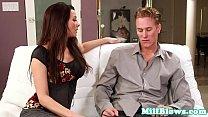 Сексуальная русская брюнетка в чулочках делает приятно парню
