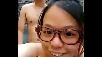 新婚小夫妻在蜜月酒店露天浴池啪啪自拍,做爱做的...