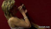 Unfaithful british milf lady sonia showcases her large tits Vorschaubild
