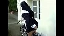 Monja en bicicleta thumb