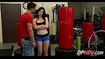 Девушка с сексуальным декольте