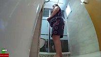 Haciendo guarradas en el wc despues de la ducha...