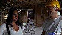 Eva se fait baiser sur le chantier [Full Video] Preview