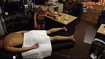 Девушка на массаже сопротивляется массажисту видео