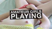Девушка играет со своей грудью видео