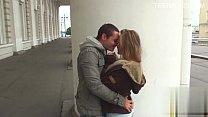 Русская блондинка лижет пизду подружке и помогает кончить