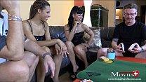 Teeny-Duo verliert beim Strip-Poker gegen 2 Kollegen - SPM CarmelaAmanda SC10 Vorschaubild