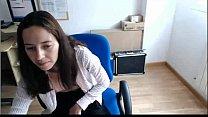 Chica se masturba en la oficina Parte 1