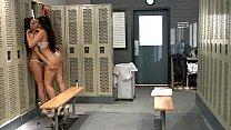 สองสาวมั่วเซ็กล่อกันเองในห้องเปลี่ยนเสื้อผ้า เงี่ยนจัดหื่นสุดๆผลัดกันล้วงหี