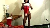 Schwarzes T-Mädchen Fügt Xmas Spielzeug Tief In Ihren Po-Loch