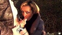 Baise en exteu0301rieur pour Karina, une milf beure...