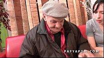 Papy se tape une grosse salope dans la salle d attente chez le doc thumbnail