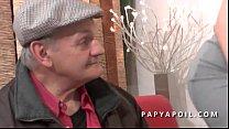 Papy se tape une grosse salope dans la salle d attente chez le doc Vorschaubild