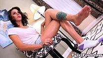 Brazillian tranny Kelly Marquez has foot fetish with hunk men