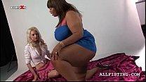 Tempting blonde licks a lesbo BBW ebony's tits