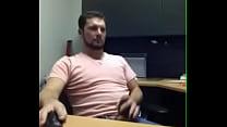 Papai se masturbando no escritório  de casa