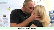 Girl getting cash for some love 2 Vorschaubild
