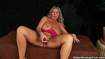 Busty mom gives her lickable pussy a treat Vorschaubild
