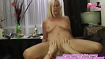 Perfekte deutsche blonde dünne Milf fickt Jungschwanz Vorschaubild