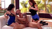 Pool boy bangs big tits of Dayton Rains & Richelle Ryan in milf threesome Vorschaubild