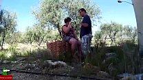 Chupadita en el campo en un dia soleado GUI080