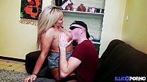 Son mari l'autorise à se faire baiser par un inconnu [Full Video] Preview