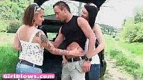 Сексуальные старшеклассницы в обтягивающих юбках видео