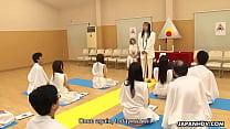 Glamorous Japanese hottie religiously worships ...