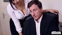 BUMS BUERO - Boss fucks busty German secretary and cums on her big tits Vorschaubild