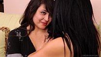 Vídeo de novinhas nuas lésbicas se chupando