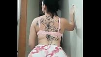Morana tatuada rebolando