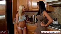 Lesbians Jelena Jensen and Sammie Rhodes rub pussies [너티 아메리카 naughty america site]