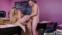 Busty prof Jessa Rhodes bangs with horny student Vorschaubild