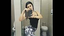 Claudia Abusada mostrado el poto en el baño (CACHERAZA)