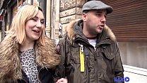 Nikki jeune coquine trouve un inconnu dans la rue pour la baiser Vorschaubild
