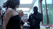 Regina initie Kaelys qui n'a jamais connu de bite de blanc - Beurette Video Image