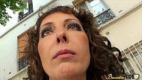 Regina initie Kaelys qui n'a jamais connu de bite de blanc - Beurette Video