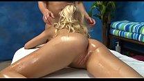 Красивое видео блондиночке делают куни