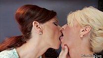 Milf lesbians fucking machines together's Thumb