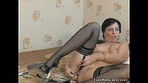 Mature masturbates with sex toys on webcam
