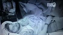 BBB16   Renan abre a calça e pega no pau