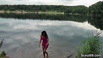 Fremder erwischt Teeny am Baggersee und bekommt einen Fick Vorschaubild