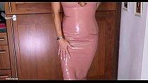 A perfect MILF with latex dress shows her body | RedWebCams.net Vorschaubild
